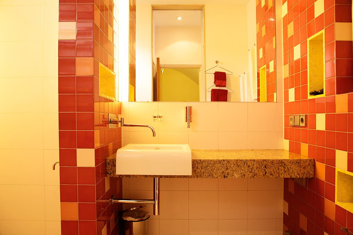 Mandarin bathroom detail